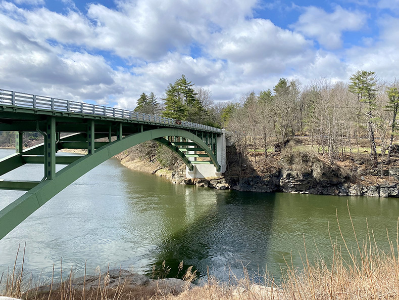View of the Narrowsburg bridge over the Delaware River