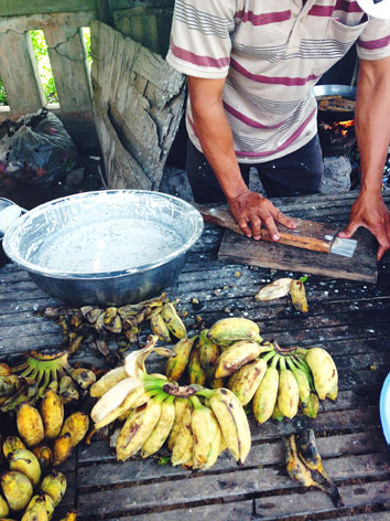 Making jake jien, fried bananas in Cambodia